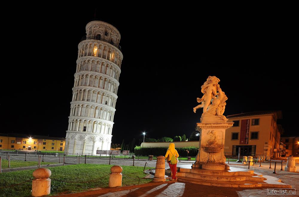 Пизанская башня ночное фото скульптура площадь чудес
