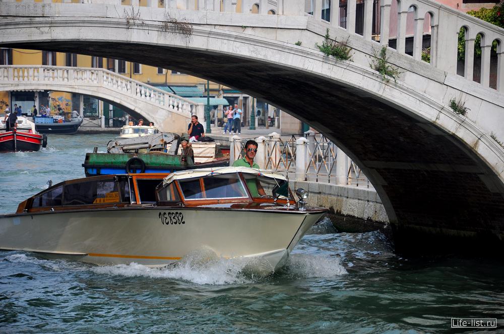фото такси Венеции Италия