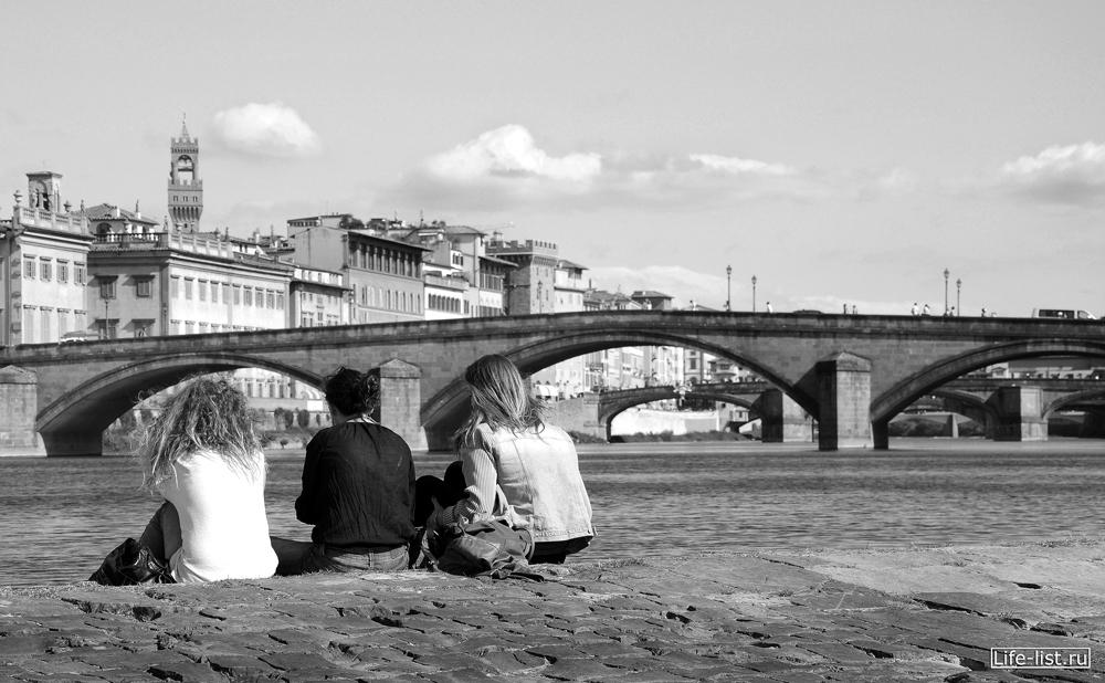 Итальянские девушки и мосты в Флоренции Италия фото Виталий Караван