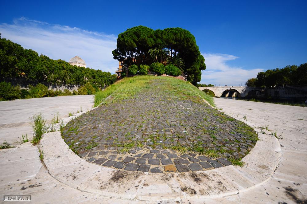 Рим остров Тиберина на реке Тибр фото Виталий Караван