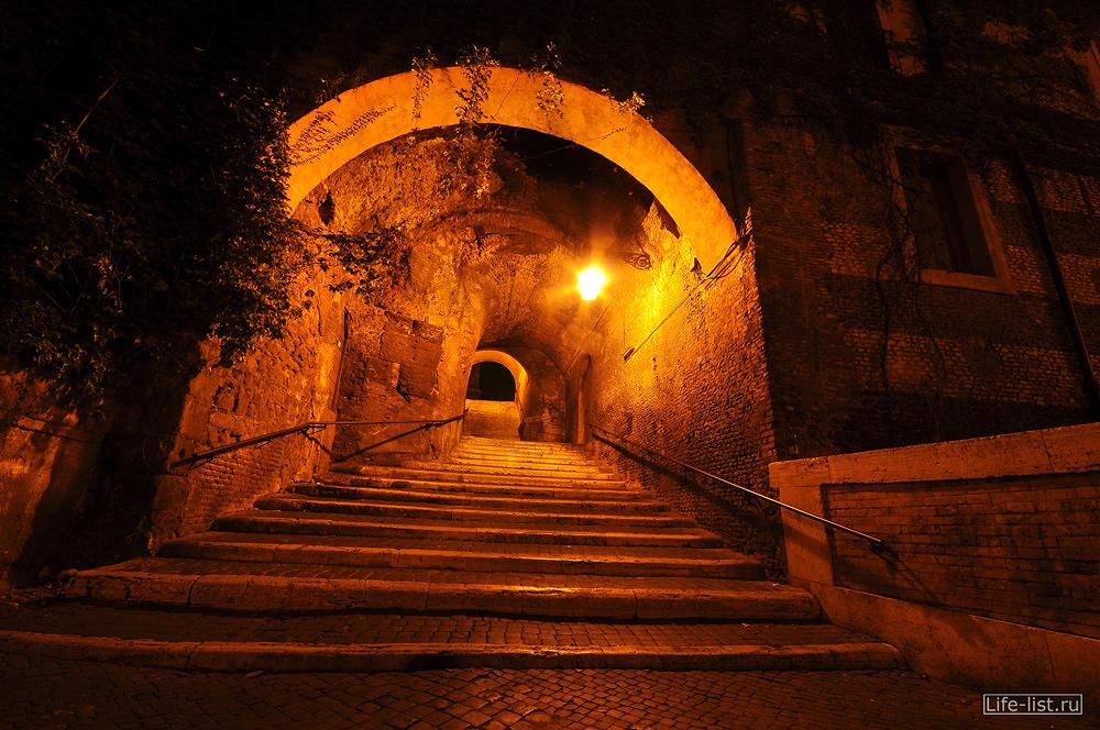 Арка в здании в Риме ночное фото Виталий Караван