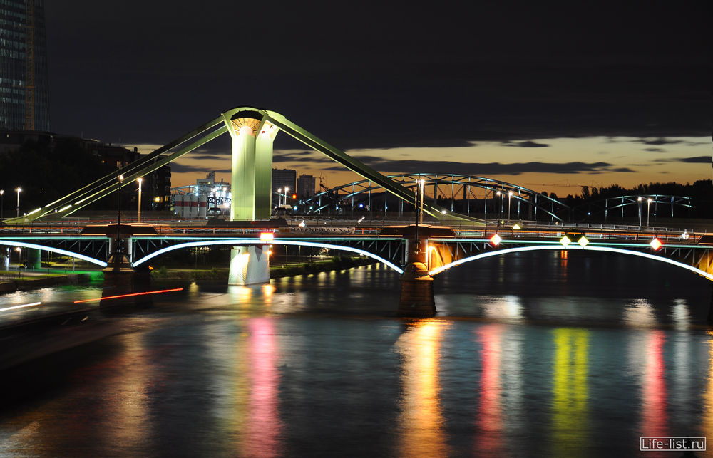 Река Майн ночной Франкфурт Германия