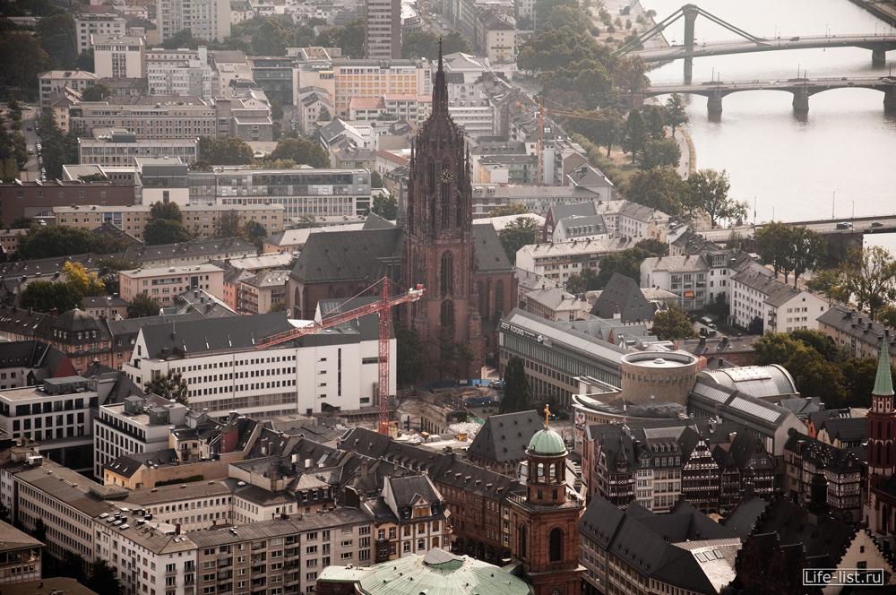 Кафедральный собор в Франкфурте на майне вид с высоты