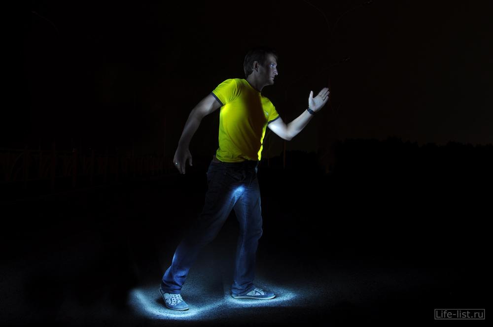 идущий человек фризлайт обводка светом
