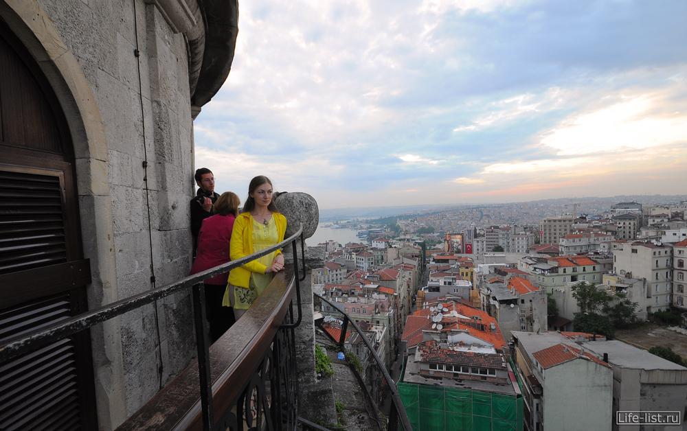 Лазукина Женя на галатской башни в стамбуле