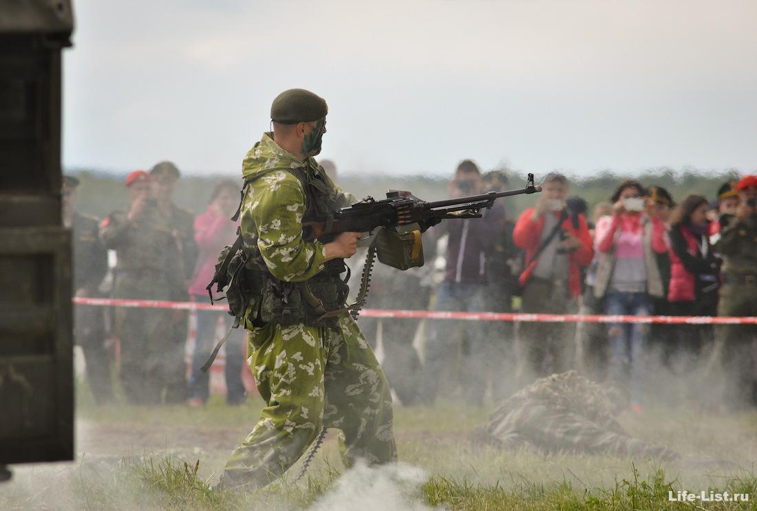 показательные выступления на гонке героев полигон Свердловский