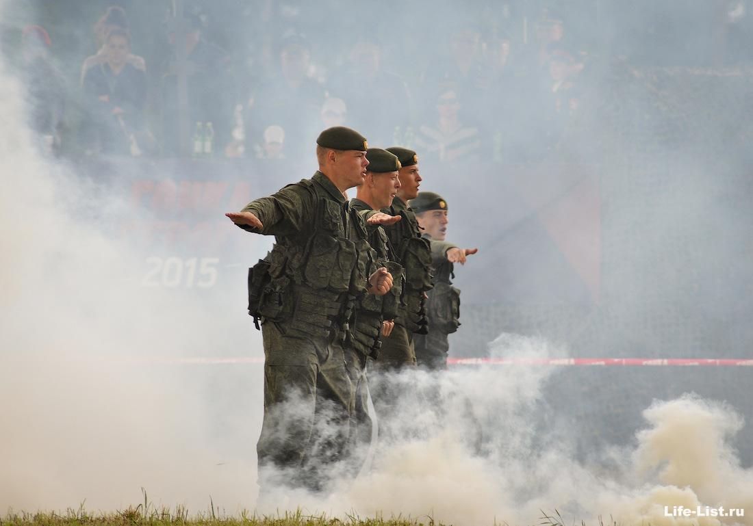выступление показательные военных на гонке героев полигон в Екатеринбурге