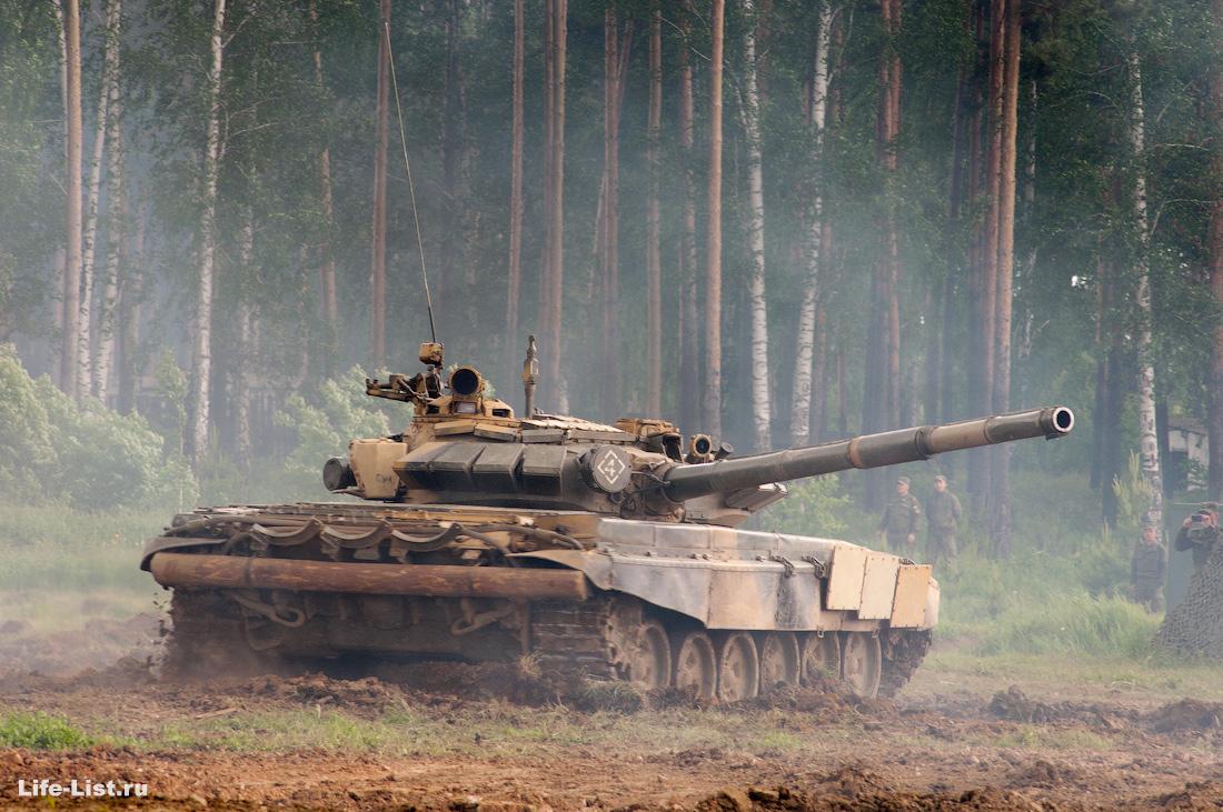 танковый бой на полигоне Свердловский