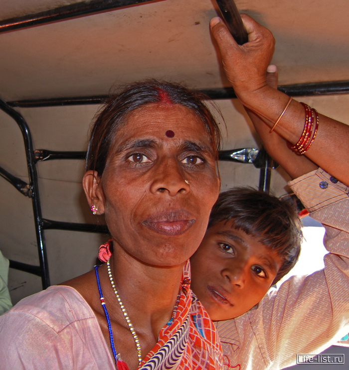 Женщина в рикше Индия Орча