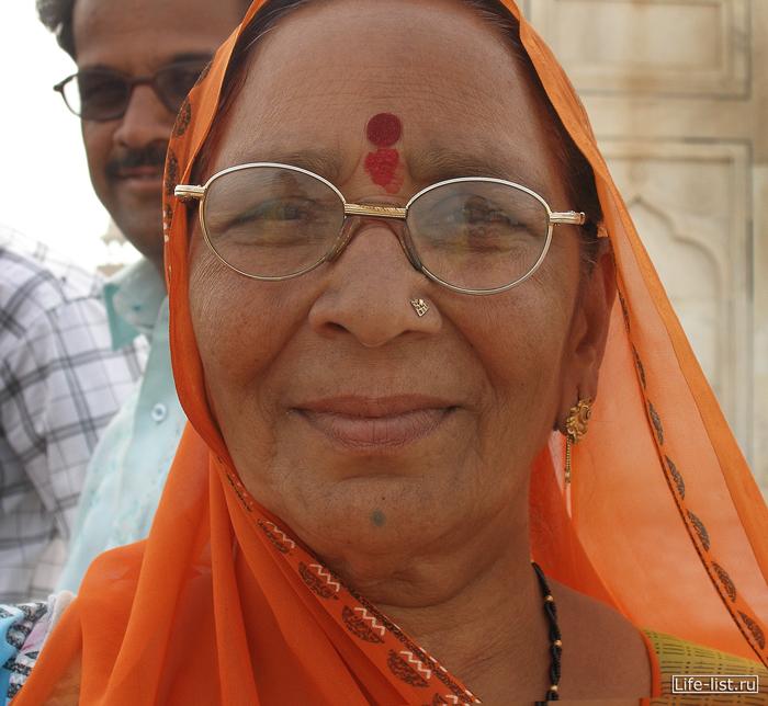 портрет Индия пожилая женщина