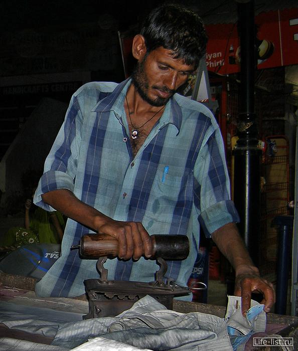 Гладельщик белья в Индии