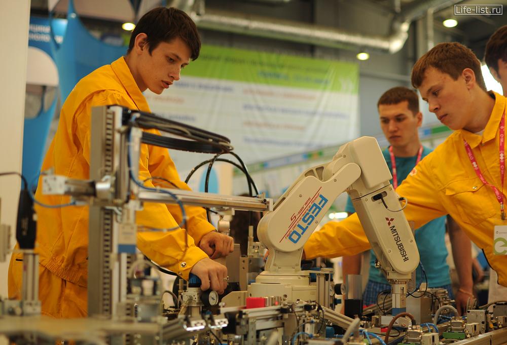Люди и роботы промышленная выставка иннопром