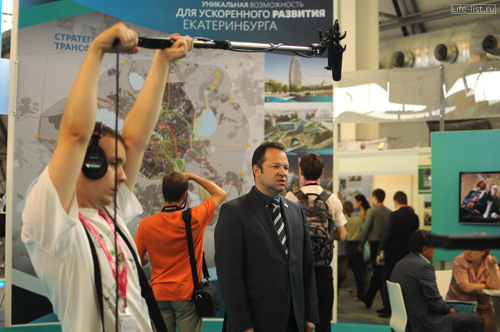 СМИ работают на выставке иннопром Екатеринбург