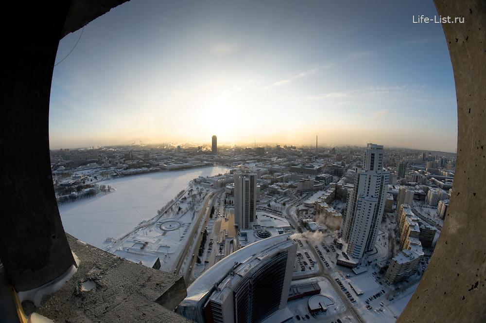 центр Екатеринбурга с 40 этажа небоскреба Исеть