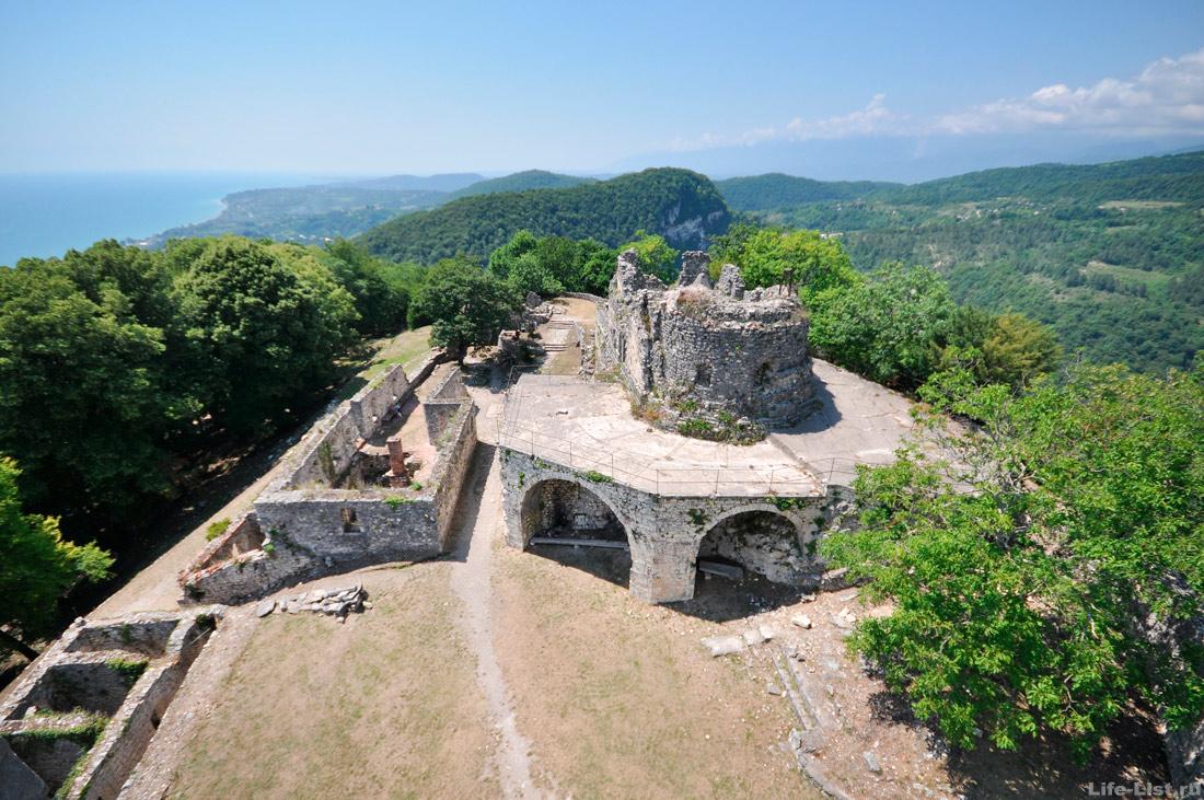 Достопримечательность Нового Афона Анакопийская крепость