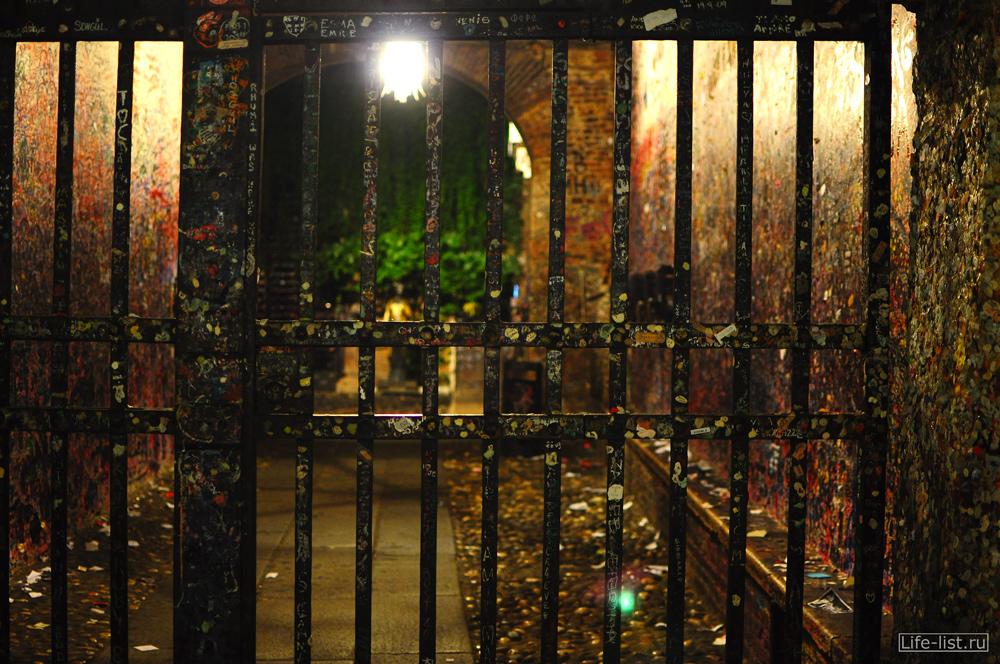 Италия Верона дворик Джульетты вечером