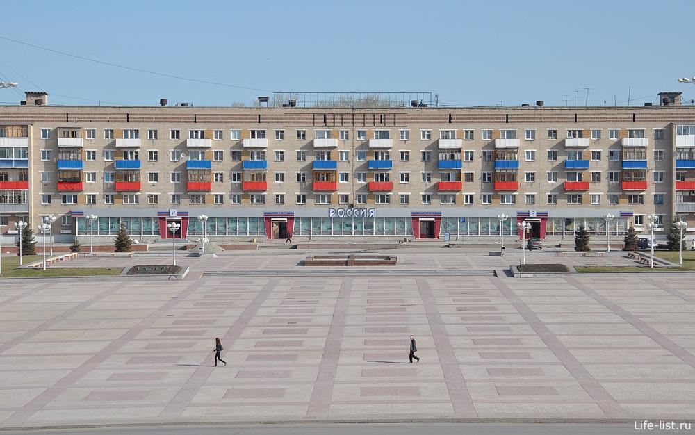 Площадь перед администрацией каменска