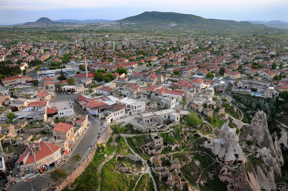 вид на городок Учхишар Каппадокия Турция