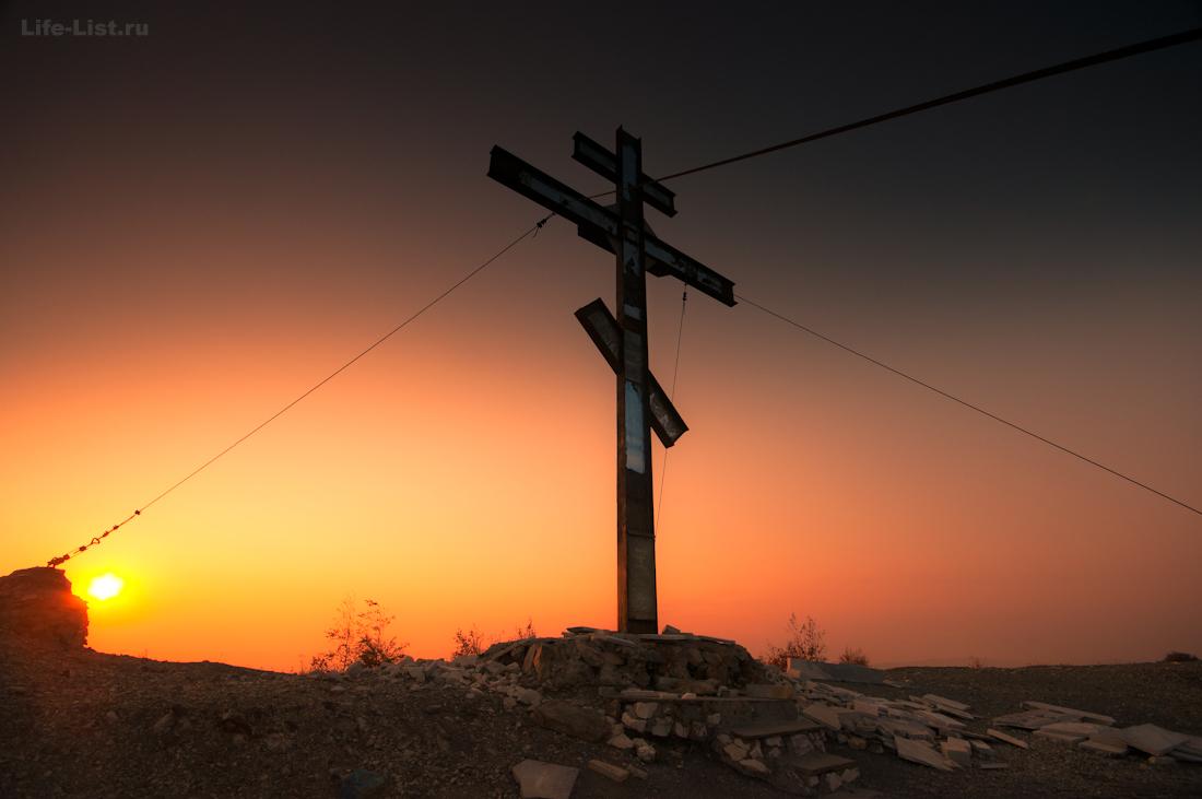 Крест на поклонной горе в Карабаше красивое фото Виталий Караван