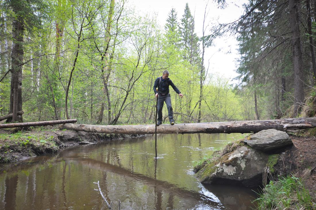 переправа по бревну через речку Северка