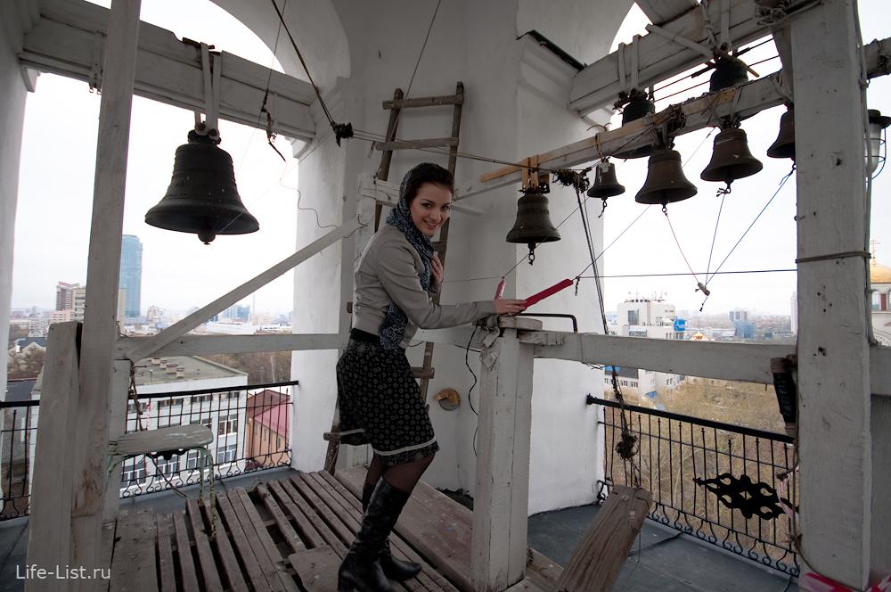 девушка на колокольне храма Вознесения Господня
