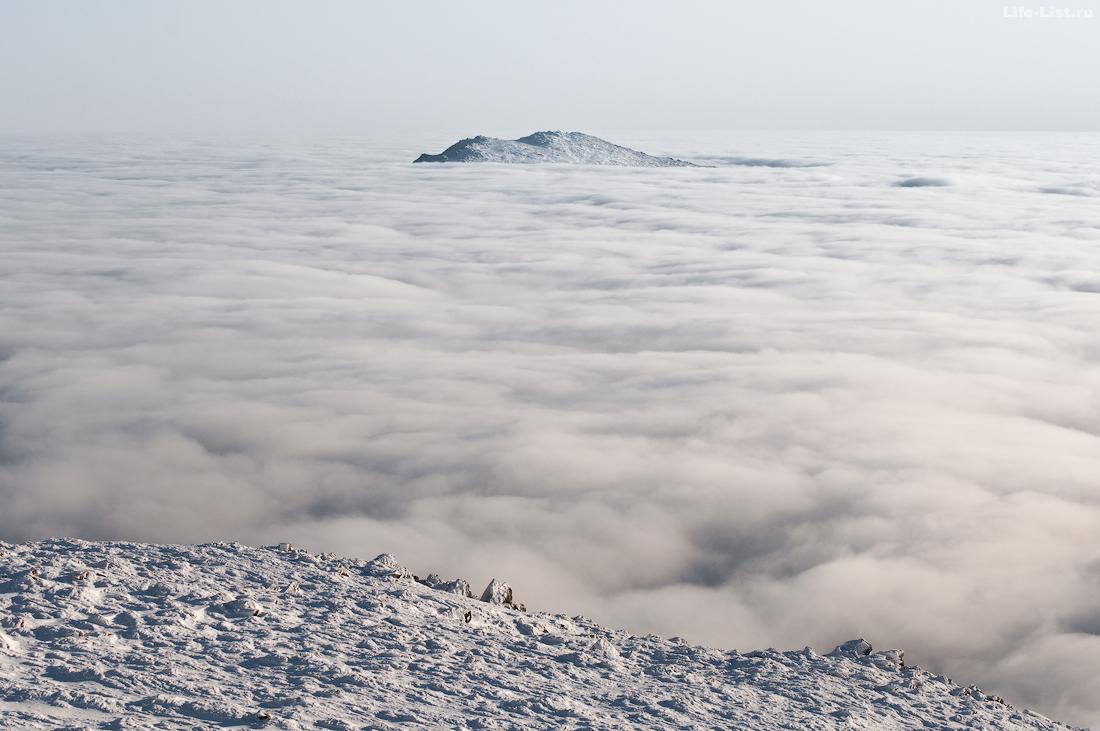 Вид на Казанский камень с горы Косьвинский камень