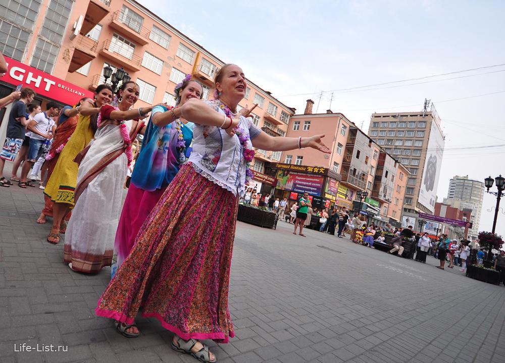 танец кришнаитов на улице Вайнера Екатеринбург