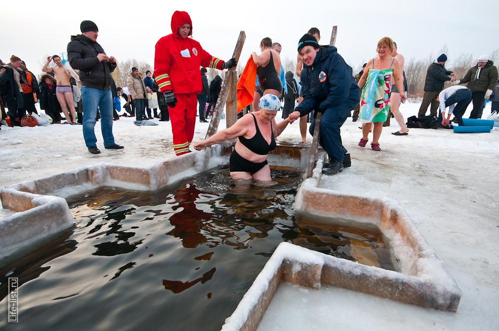 Крещенская купель на озере Шарташ 2013