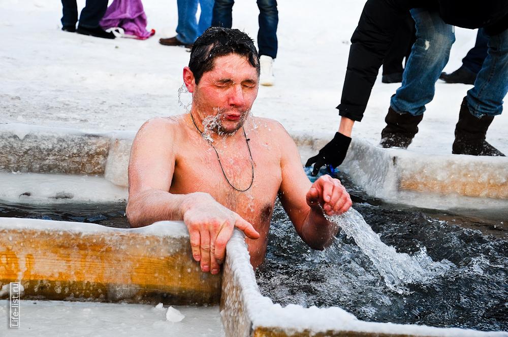 Купания в проруби в Екатеринбурге 2013 году