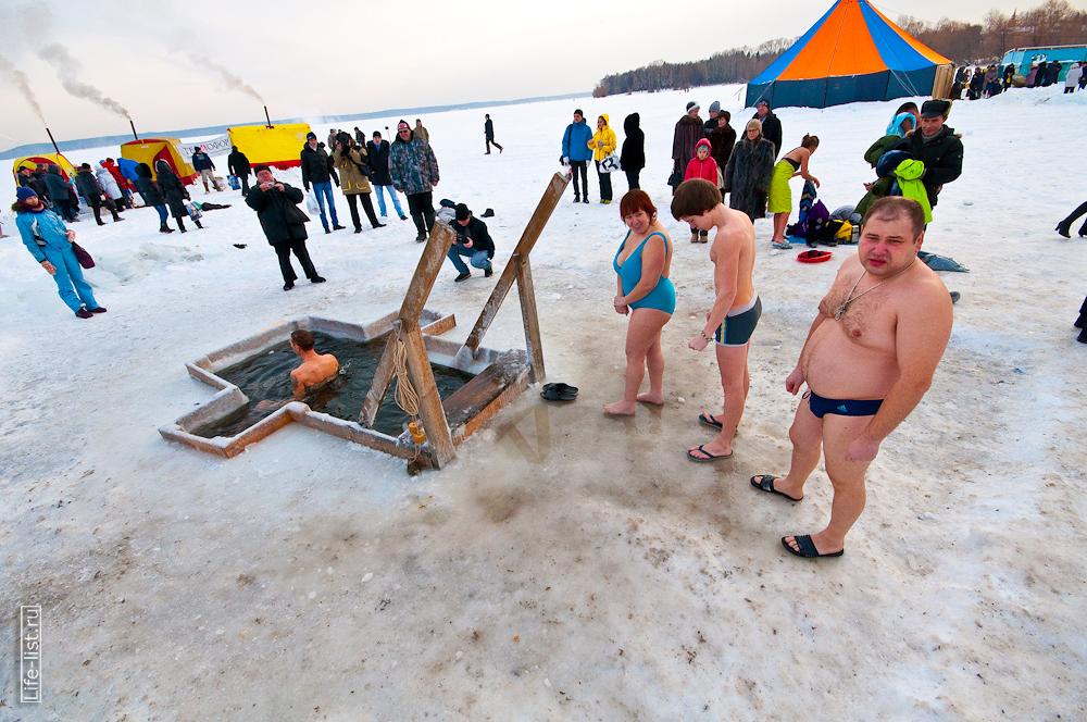 Купания в проруби в Екатеринбурге на Шарташе
