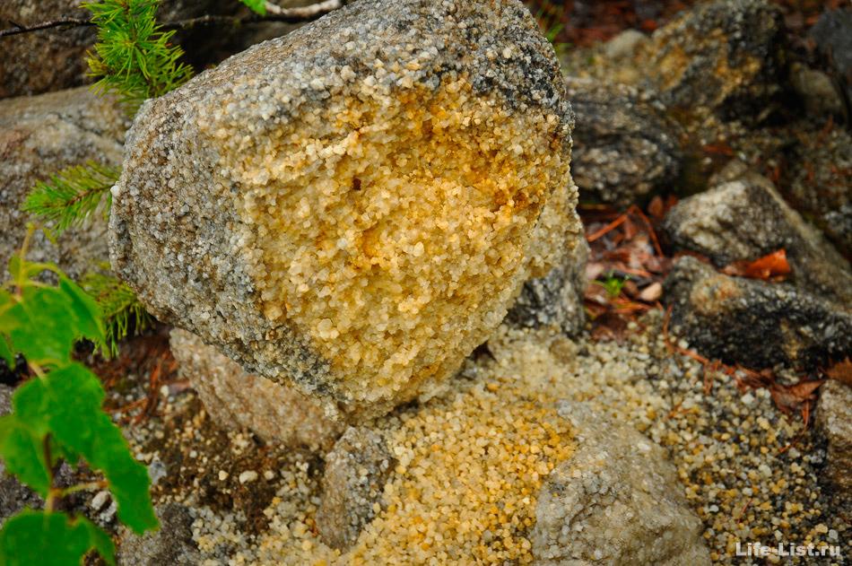 Рассыпается камень в Липовском карьере