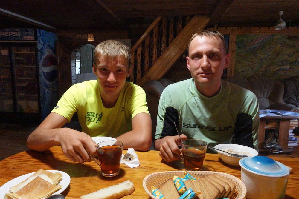 Беговая многодневка по Южному Уралу 2016 завтрак в приюте Роза Ветров