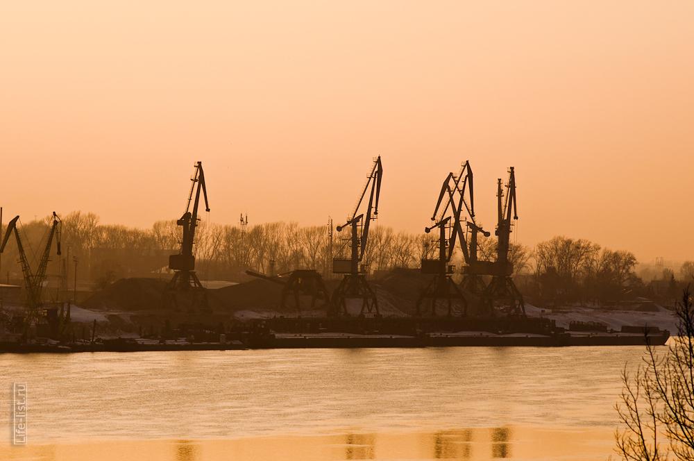 река Обь фотографии Новосибирска портовые краны