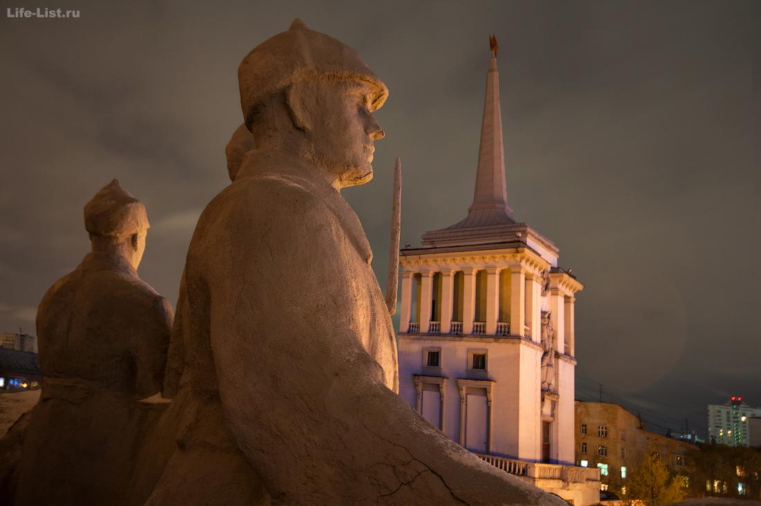 скульптуры барельеф на окружном доме офицеров Екатеринбург