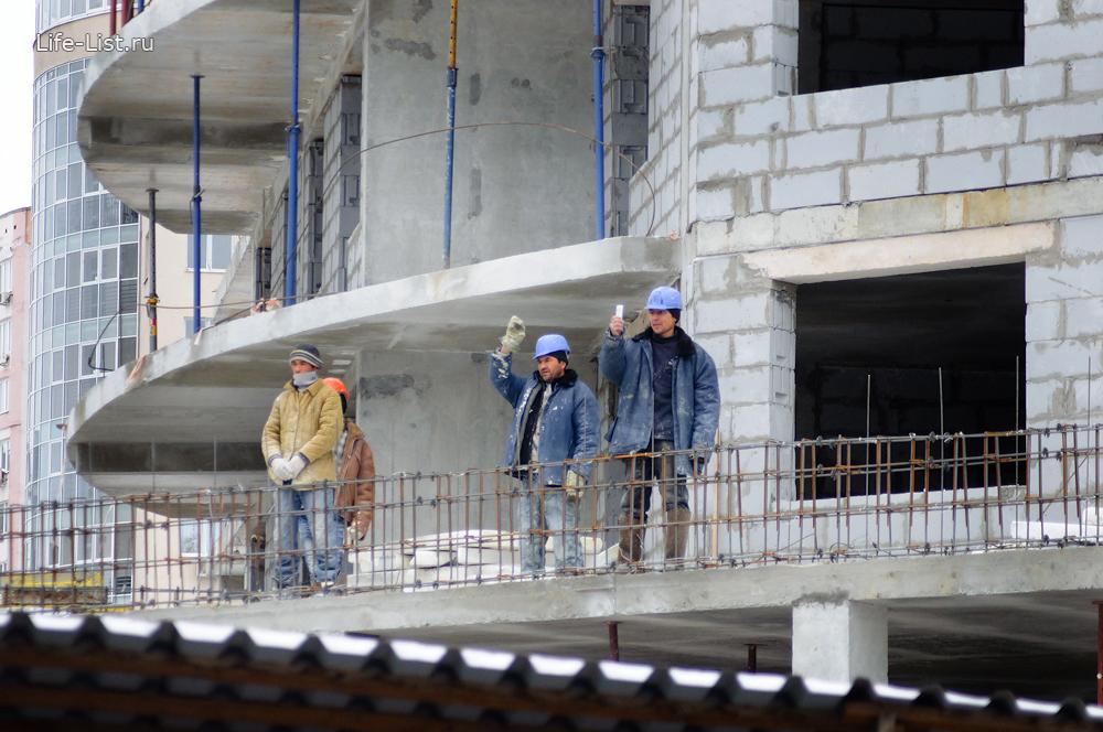 рабочие встречают олимпийский огонь сочи 2014 в Екатеринбурге