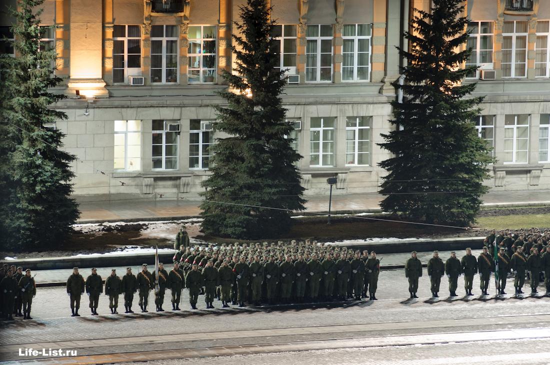 колонны на военном параде с высоты Екатеринбург