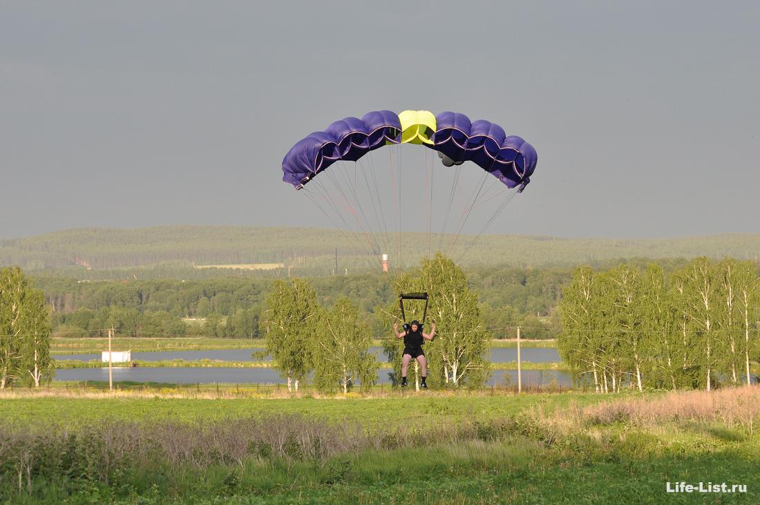 Парашютист приземляется фото Vitaly Karavan
