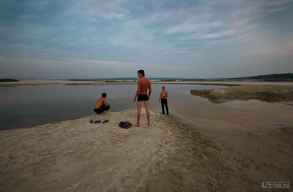 ребята на березовских песках