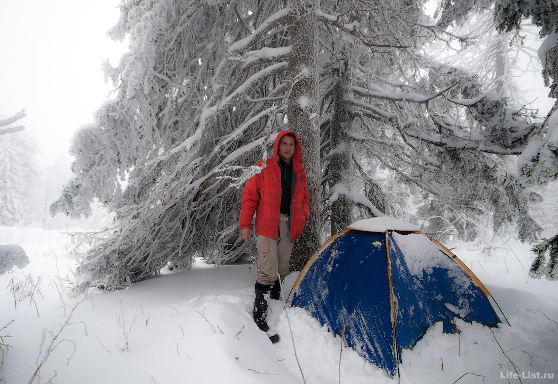 зимний поход палатка в снегу