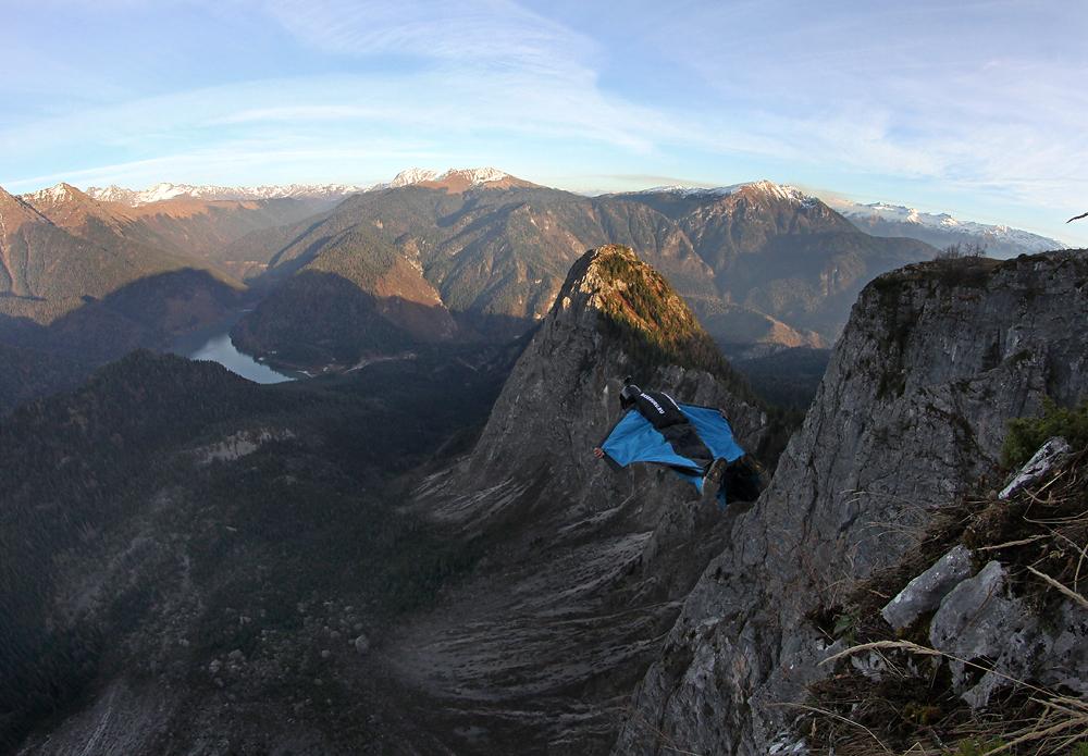 первый в истории прыжок с горы Пшегишхва в вингсьюте Ратмир Нагимьянов