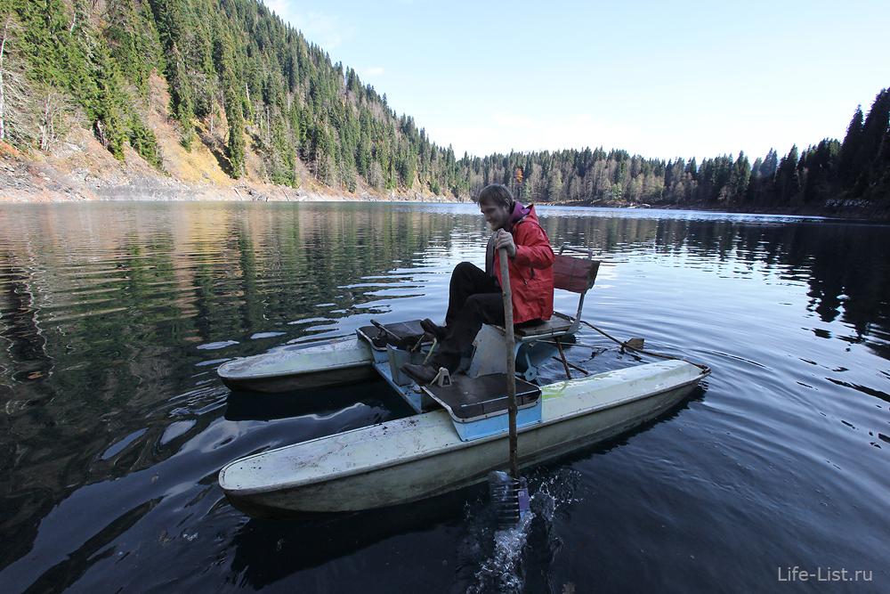 Виталий Караван на катамаране на озере малая Рица Абхазия Пшегишхва