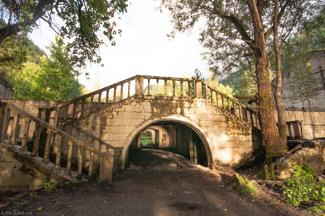 остатки руины на берегу озера Рица фото Виталий караван достопримечательности Абхазии
