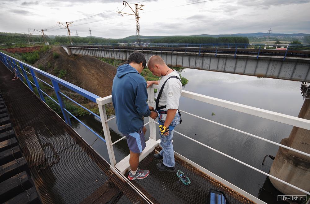 прыжки с жд моста на веревке роупджампинг