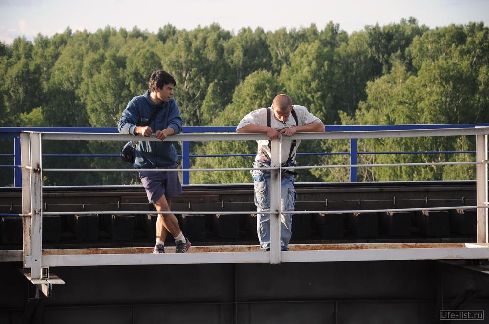 В ожидании прыжка с моста роупджампинг