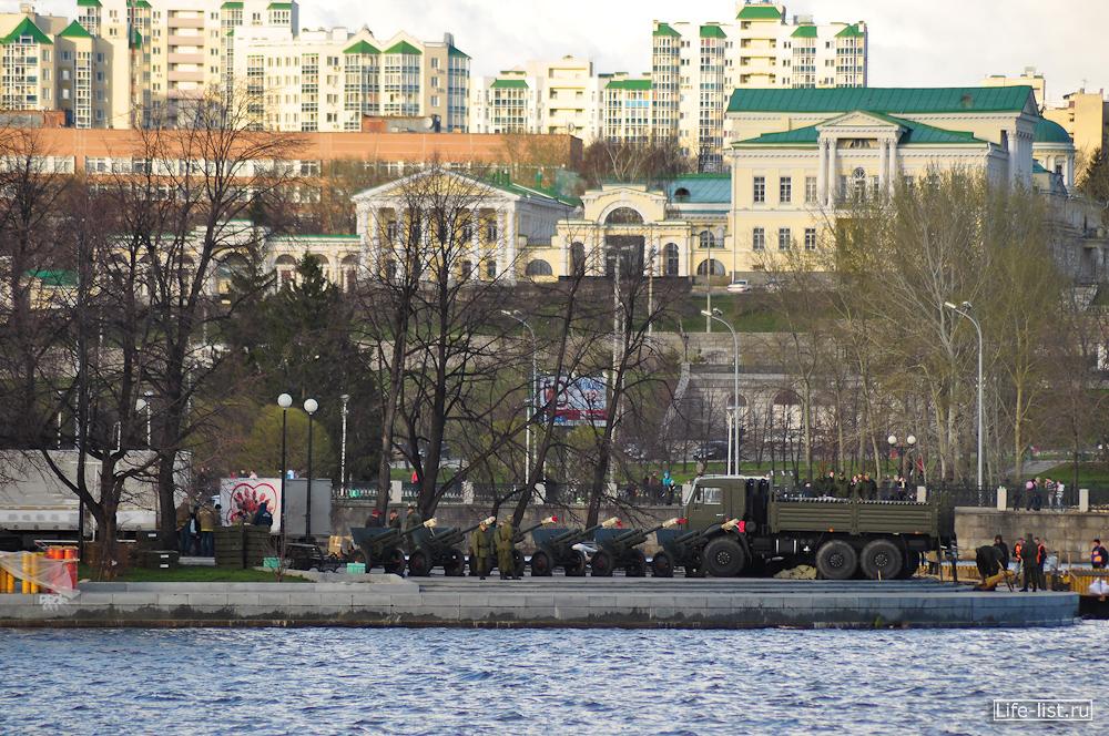 Орудия пушки для салюта Екатеринбург
