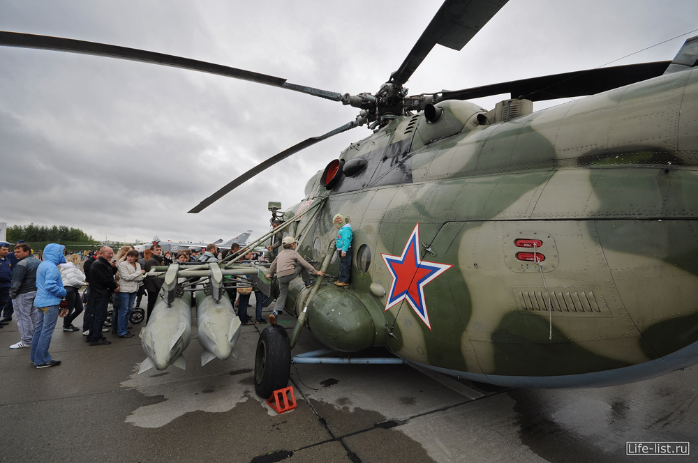 Ми-8 вертолет на показе дня города в Кольцово