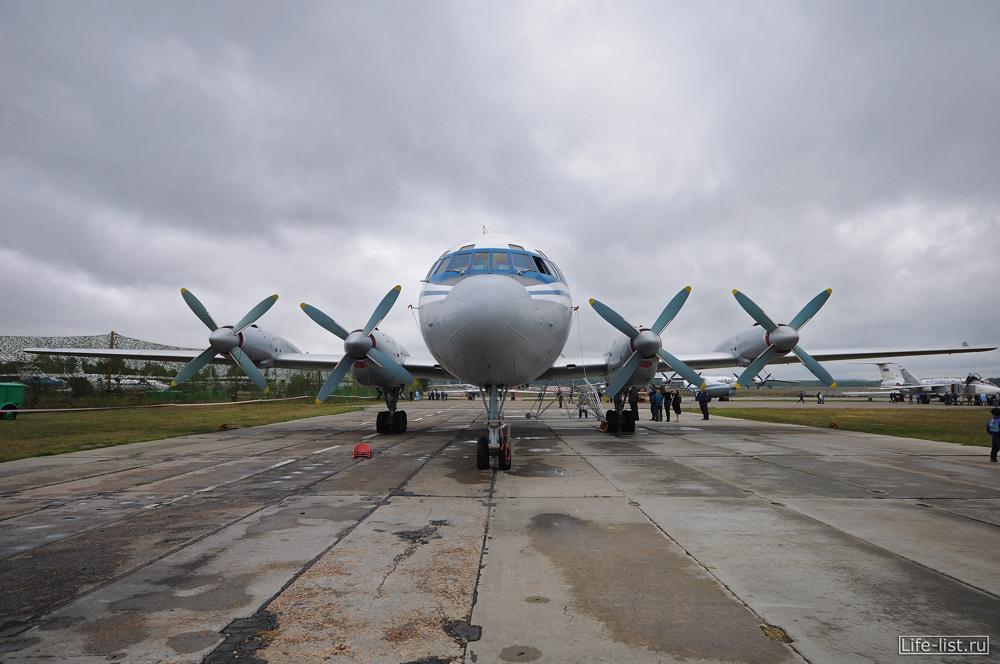 Самолет ИЛ - 18 фото в Кольцово