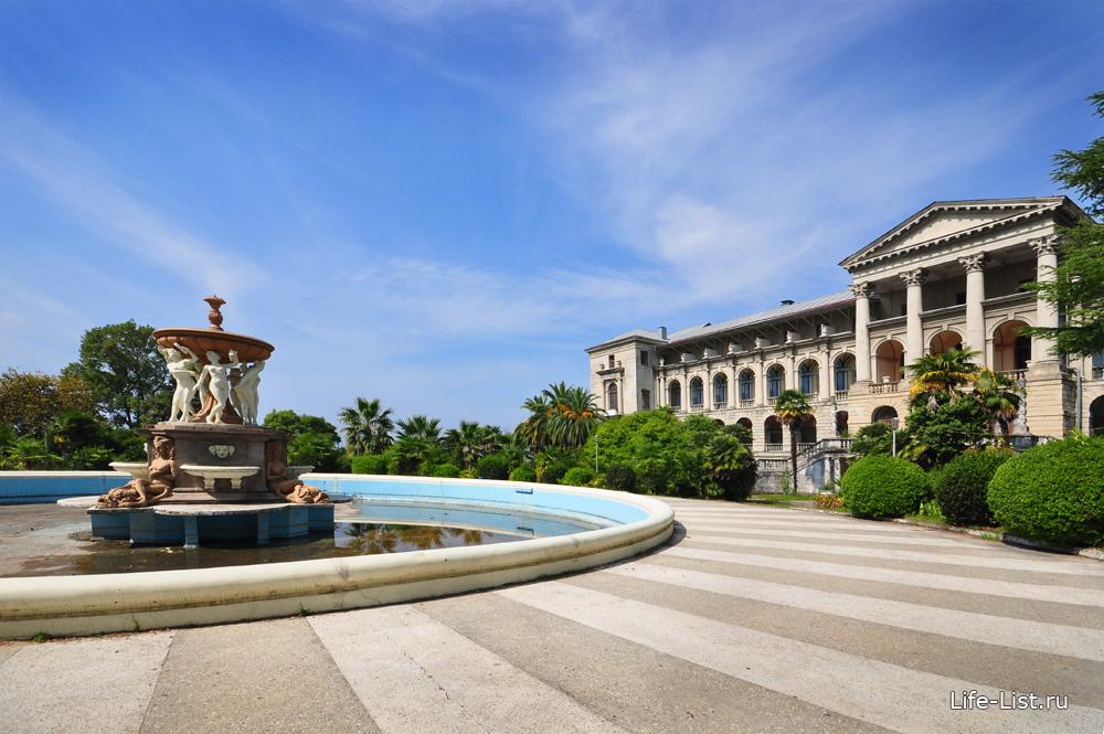 изящный фонтан в центре санатория на реконструкции сочи