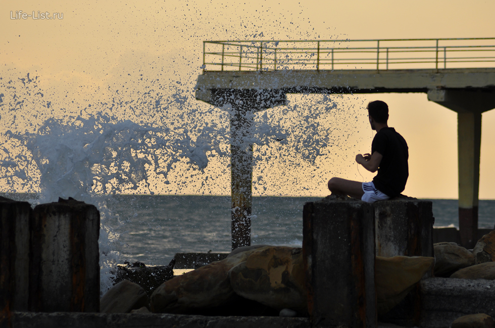 Сочи черное море побережье брызги морской воды фото Виталий Караван