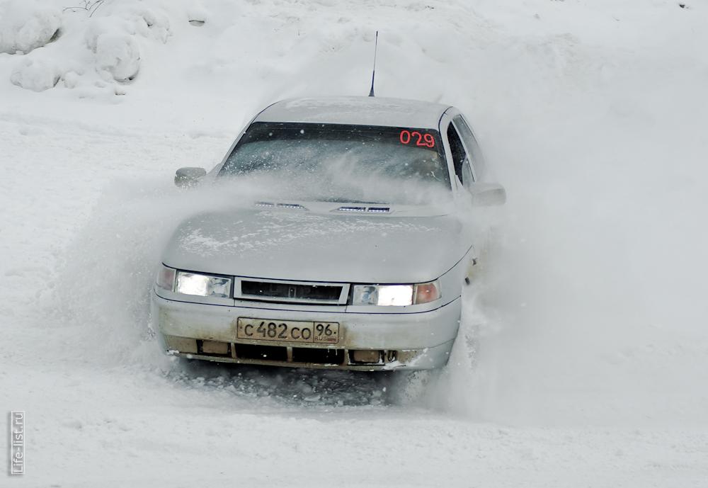 занос авто на зимнем спринте Березовский 2013